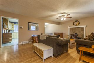 Photo 2: 15914 92A Avenue in Edmonton: Zone 22 House for sale : MLS®# E4179123