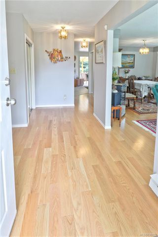 Photo 9: 4081 Larchwood Dr in Saanich: SE Lambrick Park House for sale (Saanich East)  : MLS®# 836922