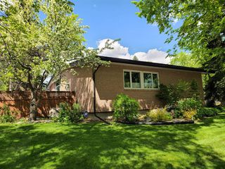 Photo 4: 2304 LONGRIDGE Drive SW in Calgary: North Glenmore Park Detached for sale : MLS®# A1015569