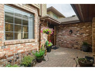 """Photo 3: 2 1640 148 Street in Surrey: Sunnyside Park Surrey Townhouse for sale in """"ENGLESEA COURT"""" (South Surrey White Rock)  : MLS®# R2486091"""