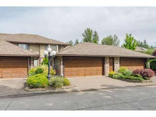 """Photo 2: 2 1640 148 Street in Surrey: Sunnyside Park Surrey Townhouse for sale in """"ENGLESEA COURT"""" (South Surrey White Rock)  : MLS®# R2486091"""