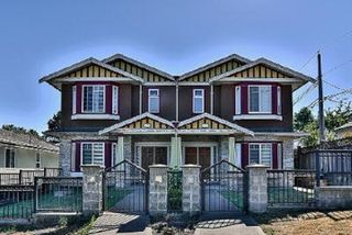 "Photo 1: 530 SIXTEENTH Street in New Westminster: Uptown NW 1/2 Duplex for sale in ""VNWUP"" : MLS®# R2528184"