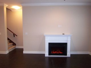 Photo 8: 104 15399 Guildford Drive in Surrey: Guildford Townhouse for sale : MLS®# N/A