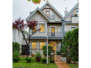 Photo 2: 1538 E 10TH Avenue in Vancouver: Grandview VE House 1/2 Duplex for sale (Vancouver East)  : MLS®# V1092394
