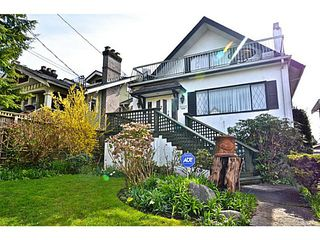 Photo 2: 2622 W 1ST Avenue in Vancouver: Kitsilano House for sale (Vancouver West)  : MLS®# V1113966