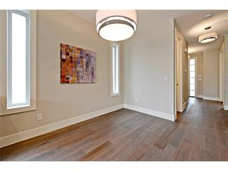 Photo 15: 710 19 Avenue NW in Calgary: Mount Pleasant House for sale : MLS®# C4014701