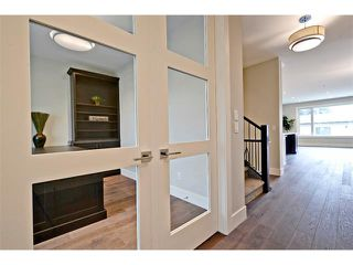 Photo 4: 710 19 Avenue NW in Calgary: Mount Pleasant House for sale : MLS®# C4014701