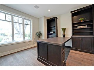 Photo 5: 710 19 Avenue NW in Calgary: Mount Pleasant House for sale : MLS®# C4014701