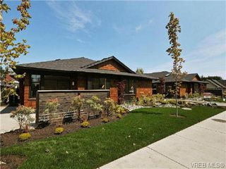 Photo 1: 3 2340 Oakville Ave in VICTORIA: Si Sidney South-East Row/Townhouse for sale (Sidney)  : MLS®# 711211
