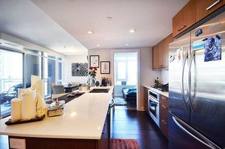 Photo 3: 716 1372 SEYMOUR Street in Vancouver: Downtown VW Condo for sale (Vancouver West)  : MLS®# R2068345