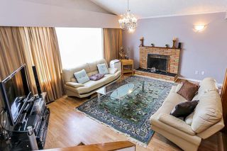 Photo 3: 589 THOMPSON Avenue in Coquitlam: Coquitlam West House for sale : MLS®# R2184128