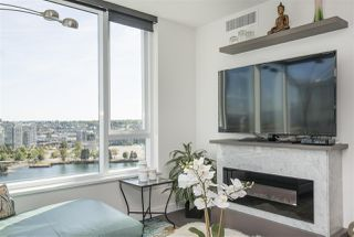 """Photo 5: 1908 68 SMITHE Street in Vancouver: Downtown VW Condo for sale in """"1 PACIFIC"""" (Vancouver West)  : MLS®# R2216431"""