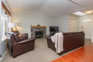 Photo 6: 10 Cahilty Lane in VICTORIA: VR Six Mile Single Family Detached for sale (View Royal)  : MLS®# 385323