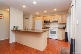 Photo 9: 10 Cahilty Lane in VICTORIA: VR Six Mile Single Family Detached for sale (View Royal)  : MLS®# 385323