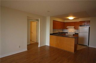Photo 4: 615 3880 Duke Of York Boulevard in Mississauga: City Centre Condo for lease : MLS®# W4125854