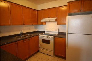 Photo 2: 615 3880 Duke Of York Boulevard in Mississauga: City Centre Condo for lease : MLS®# W4125854