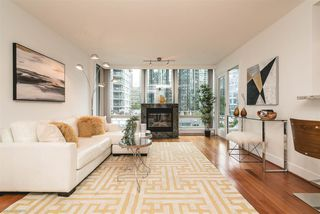 """Photo 2: 504 590 NICOLA Street in Vancouver: Coal Harbour Condo for sale in """"CASCINA"""" (Vancouver West)  : MLS®# R2278510"""