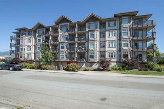 Photo 1: 410 46021 SECOND Avenue in Chilliwack: Chilliwack E Young-Yale Condo for sale : MLS®# R2296229