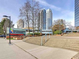 Photo 9: 7092 GRAY Avenue in Burnaby: Metrotown House for sale (Burnaby South)  : MLS®# R2345707