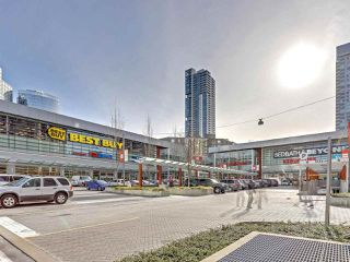 Photo 12: 7092 GRAY Avenue in Burnaby: Metrotown House for sale (Burnaby South)  : MLS®# R2345707