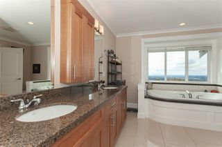 """Photo 13: 35826 TREETOP Drive in Abbotsford: Abbotsford East House for sale in """"Highlands"""" : MLS®# R2347337"""