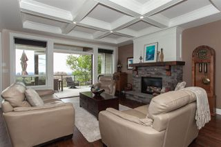 """Photo 2: 35826 TREETOP Drive in Abbotsford: Abbotsford East House for sale in """"Highlands"""" : MLS®# R2347337"""