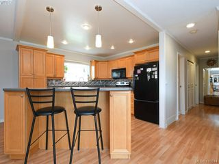Photo 5: 7940 Galbraith Cres in SAANICHTON: CS Saanichton House for sale (Central Saanich)  : MLS®# 814340