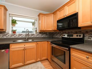 Photo 3: 7940 Galbraith Cres in SAANICHTON: CS Saanichton House for sale (Central Saanich)  : MLS®# 814340