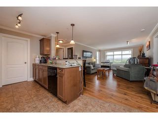 """Photo 9: 105 45753 STEVENSON Road in Sardis: Sardis East Vedder Rd Condo for sale in """"Park Place II"""" : MLS®# R2375433"""