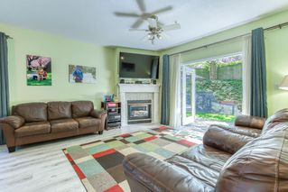 """Photo 4: 1 21579 88B Avenue in Langley: Walnut Grove Townhouse for sale in """"Carriage Park"""" : MLS®# R2494791"""