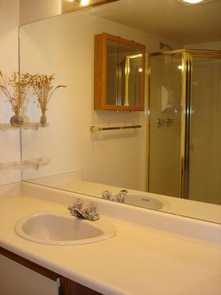 Photo 8: 206 15130 Roper Avenue in The Carrington: White Rock Home for sale ()  : MLS®# F2627525