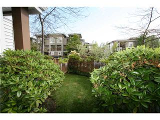 "Photo 2: 7 7100 LYNNWOOD Drive in Richmond: Granville Townhouse for sale in ""LAUREL WOOD"" : MLS®# V891072"
