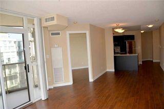 Photo 4: 920 3888 Duke Of York Boulevard in Mississauga: City Centre Condo for sale : MLS®# W3243936