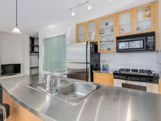 "Photo 3: 1602 969 RICHARDS Street in Vancouver: Downtown VW Condo for sale in ""MONDRIAN 2"" (Vancouver West)  : MLS®# R2060003"