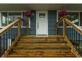Photo 2: 7534 WELTON Street in Mission: Mission BC House for sale : MLS®# R2097275
