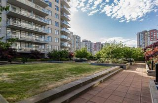 Photo 5: 2110 888 CARNARVON Street in New Westminster: Downtown NW Condo for sale : MLS®# R2132252