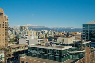 """Photo 5: 1101 1633 W 10TH Avenue in Vancouver: Fairview VW Condo for sale in """"HENNESSY HOUSE"""" (Vancouver West)  : MLS®# R2132652"""