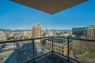 "Photo 18: 1101 1633 W 10TH Avenue in Vancouver: Fairview VW Condo for sale in ""HENNESSY HOUSE"" (Vancouver West)  : MLS®# R2132652"