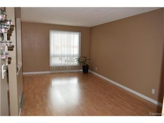 Photo 2: 54 East Lake Drive in Winnipeg: Waverley Heights Residential for sale (1L)  : MLS®# 1705746