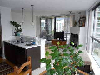 "Photo 4: 701 124 W 1ST Street in North Vancouver: Lower Lonsdale Condo for sale in ""THE ""Q"""" : MLS®# R2160332"