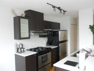 "Photo 5: 701 124 W 1ST Street in North Vancouver: Lower Lonsdale Condo for sale in ""THE ""Q"""" : MLS®# R2160332"