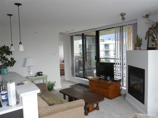 "Photo 7: 701 124 W 1ST Street in North Vancouver: Lower Lonsdale Condo for sale in ""THE ""Q"""" : MLS®# R2160332"