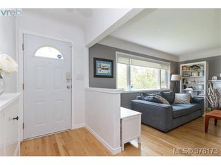 Photo 2: 580 OConnell Pl in VICTORIA: SW Glanford Single Family Detached for sale (Saanich West)  : MLS®# 759348