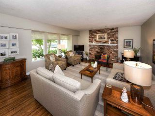 """Photo 3: 1654 58A Street in Delta: Beach Grove House for sale in """"BEACH GROVE"""" (Tsawwassen)  : MLS®# R2170036"""