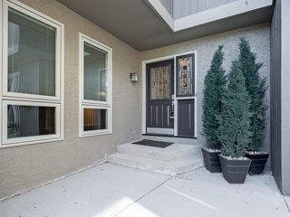Photo 3: 51 1901 VARSITY ESTATES Drive NW in Calgary: Varsity House for sale : MLS®# C4121820