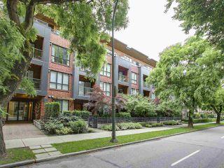 """Photo 2: 105 2020 W 12TH Avenue in Vancouver: Kitsilano Condo for sale in """"2020"""" (Vancouver West)  : MLS®# R2180018"""