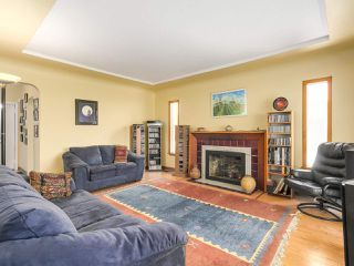 Photo 2: 2038 E 2ND Avenue in Vancouver: Grandview VE House for sale (Vancouver East)  : MLS®# R2193102