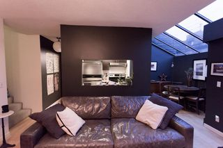 "Photo 3: 204 2125 YORK Avenue in Vancouver: Kitsilano Condo for sale in ""YORK GARDENS"" (Vancouver West)  : MLS®# R2225748"