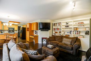 "Photo 9: 15397 80 Avenue in Surrey: Fleetwood Tynehead House for sale in ""FAIRWAY PARK"" : MLS®# R2349827"