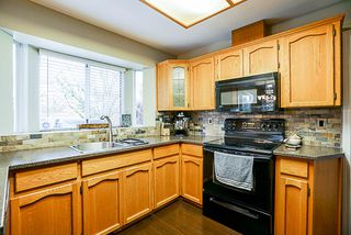 "Photo 5: 15397 80 Avenue in Surrey: Fleetwood Tynehead House for sale in ""FAIRWAY PARK"" : MLS®# R2349827"